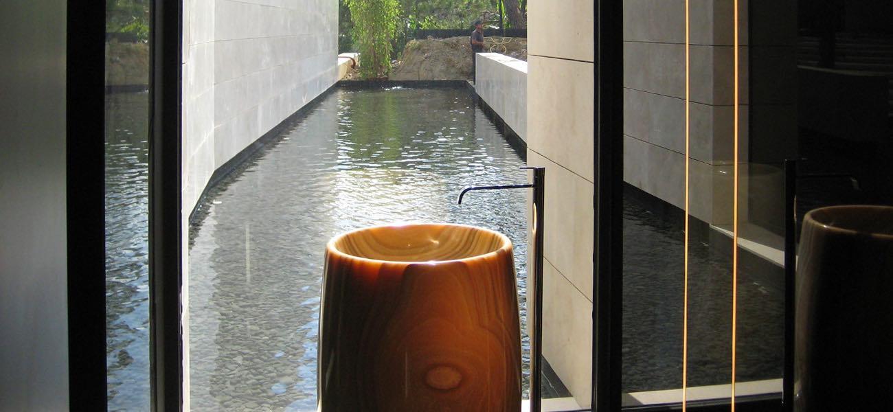 Lavabo totem de Ónix Naranja - Orange Onyx totem washbasin