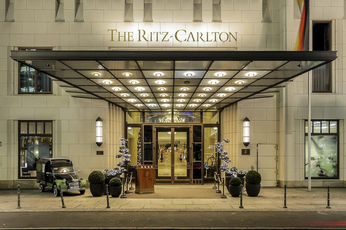 IMAGE2-Ritz-Carlton-Berlin-tino-natural-stone-negro-ebano