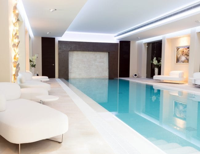 Mármol Crema Premium piscina Marbella - Premium Beige Marble Marbella swimming pool