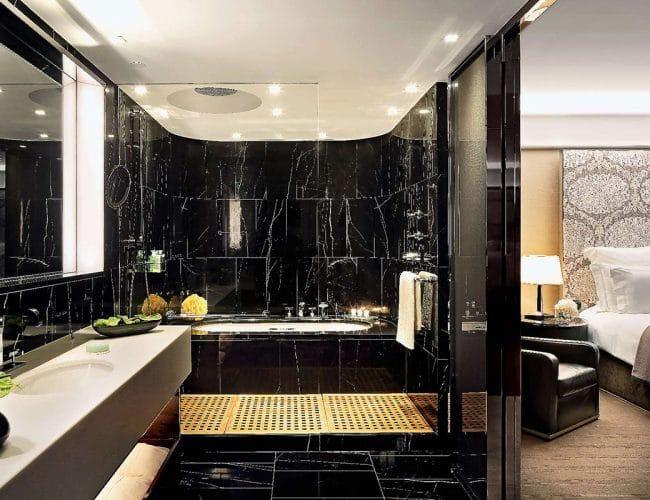 image7-r-tino-proyectos-hotel-bvlgari-londres-baño-negro-marquina