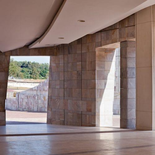 1280px-2011-08-17_Cidade_da_Cultura._Santiago_de_Compostela-C17