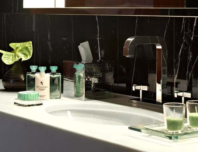 bathroom-details-hotel-bulgary-london-marquina-black