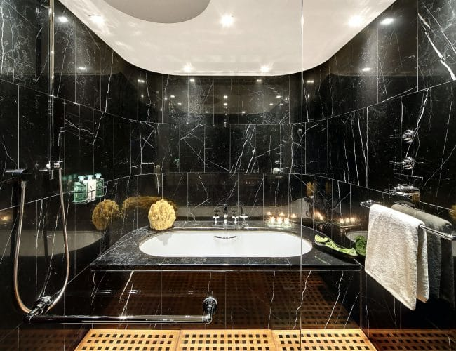 Baño de mármol Negro Marquina - Bulgari Hotel - Marquina Black marble bathroom