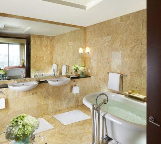 Miami Suite Brickell Yellow Triana marble bathroom - Baño de mármol Amarillo Triana de la Suite Brickell en Miami