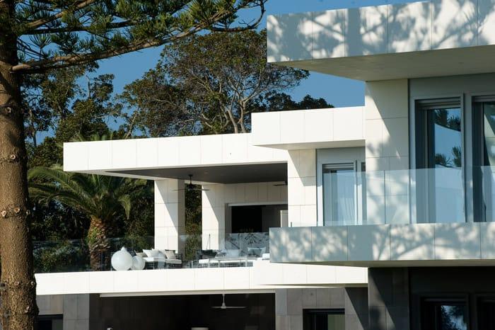Fachada ventilada de piedra natural en casa unifamiliar