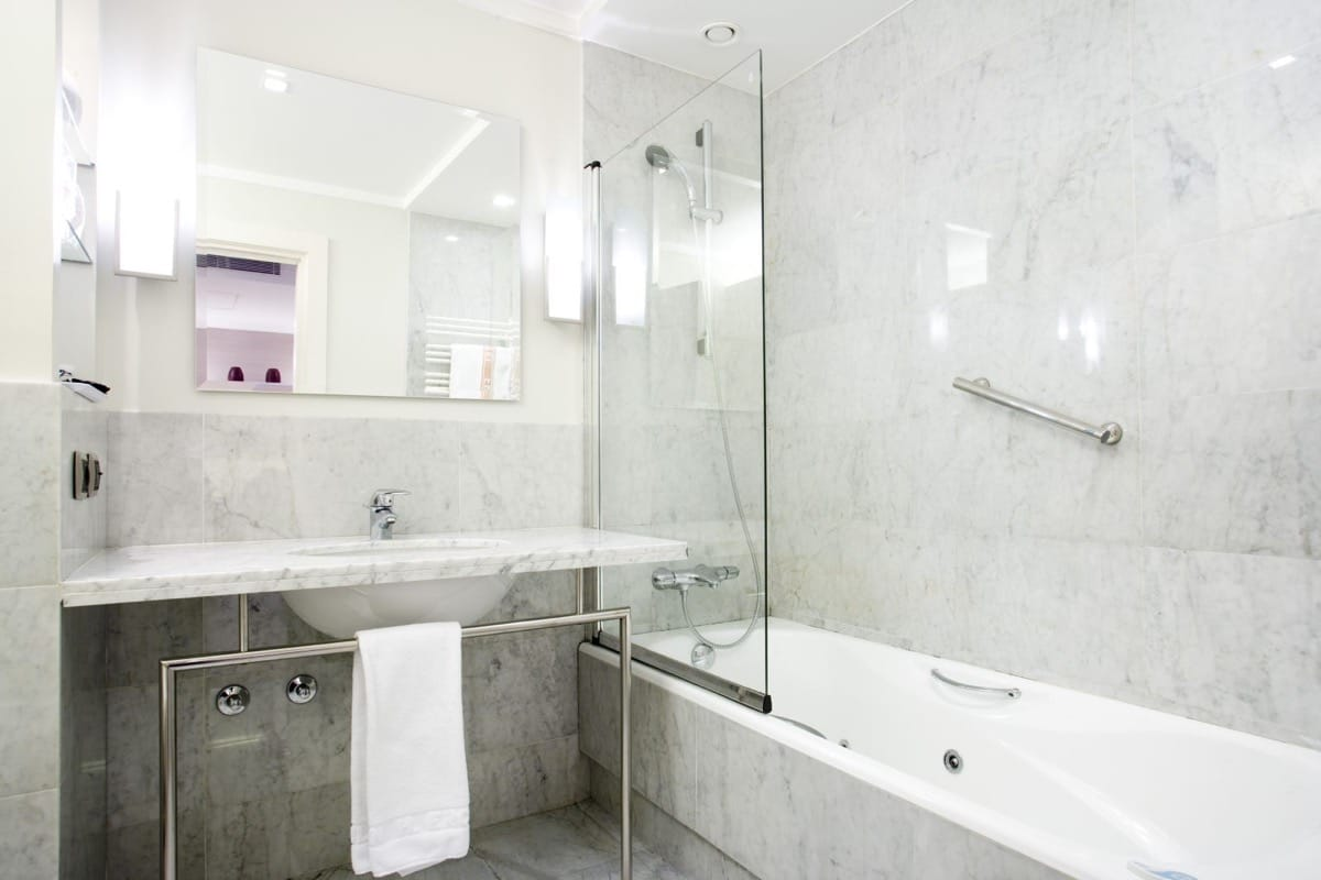 Baño de mármol Carrara - Ercilla Hotel Bilbao - Carrara marble bathroom