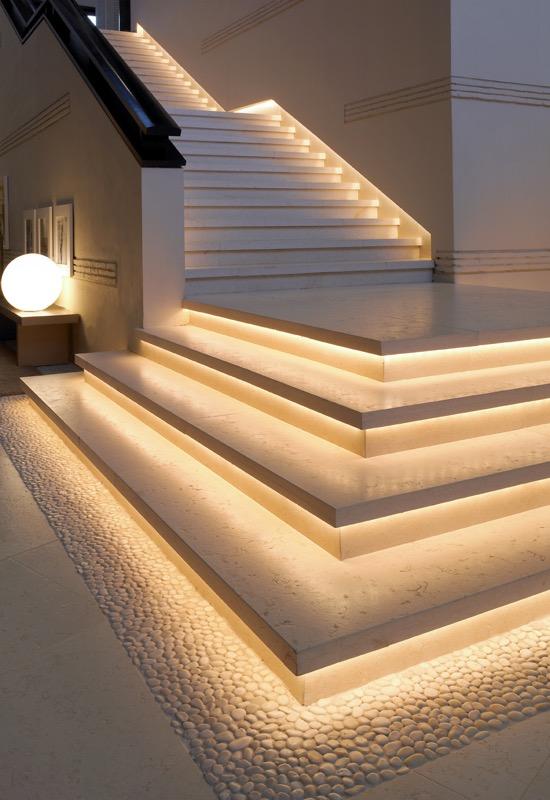 Escalera de mármol Blanco Perlino - Sancti Petri - Perlino White marble stairs