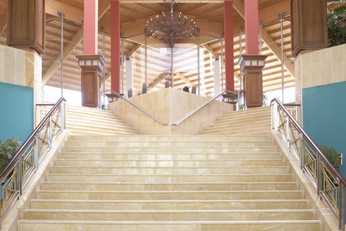 Proveedor de mármol en Lanzarote - Escalera de mármol - Marble supplier in Lanzarote - Marble stairs