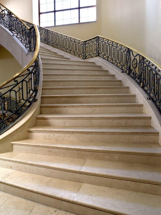 Escaleras de mármol Crema Bianco - Crema Bianco marble stairs