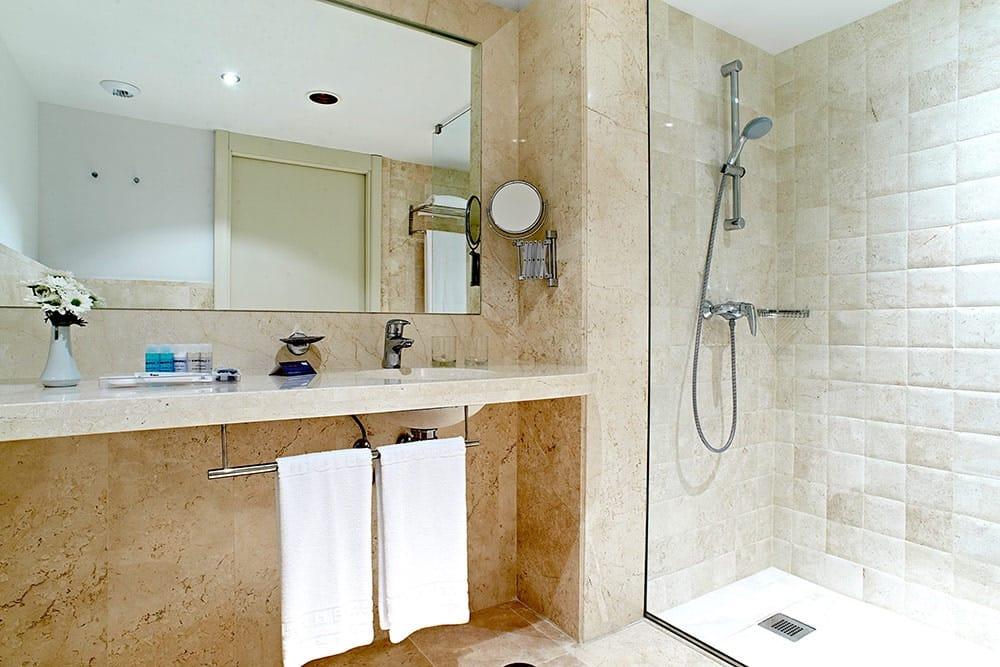 Ducha de mármol Crema Real - Royal Cream marble shower