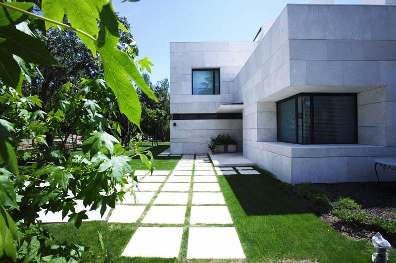 Fachada ventilada de travertino - La Moraleja - Madrid - Travertine ventilated facade