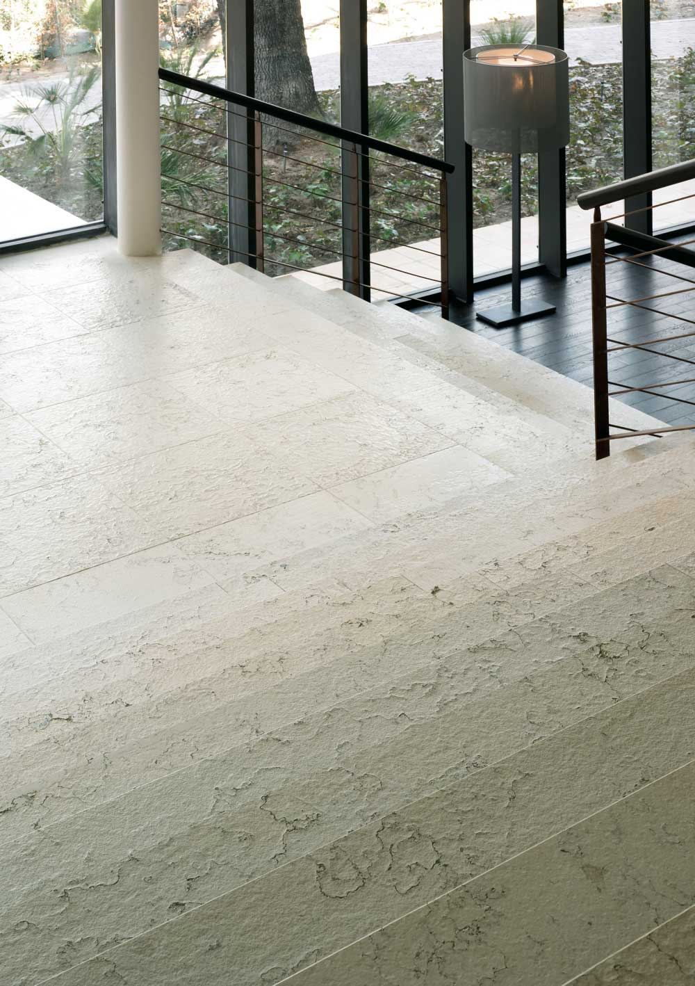 NH Sotogrande - Escalera de piedra natural - Natural Stone staircase - Perlino Bianco