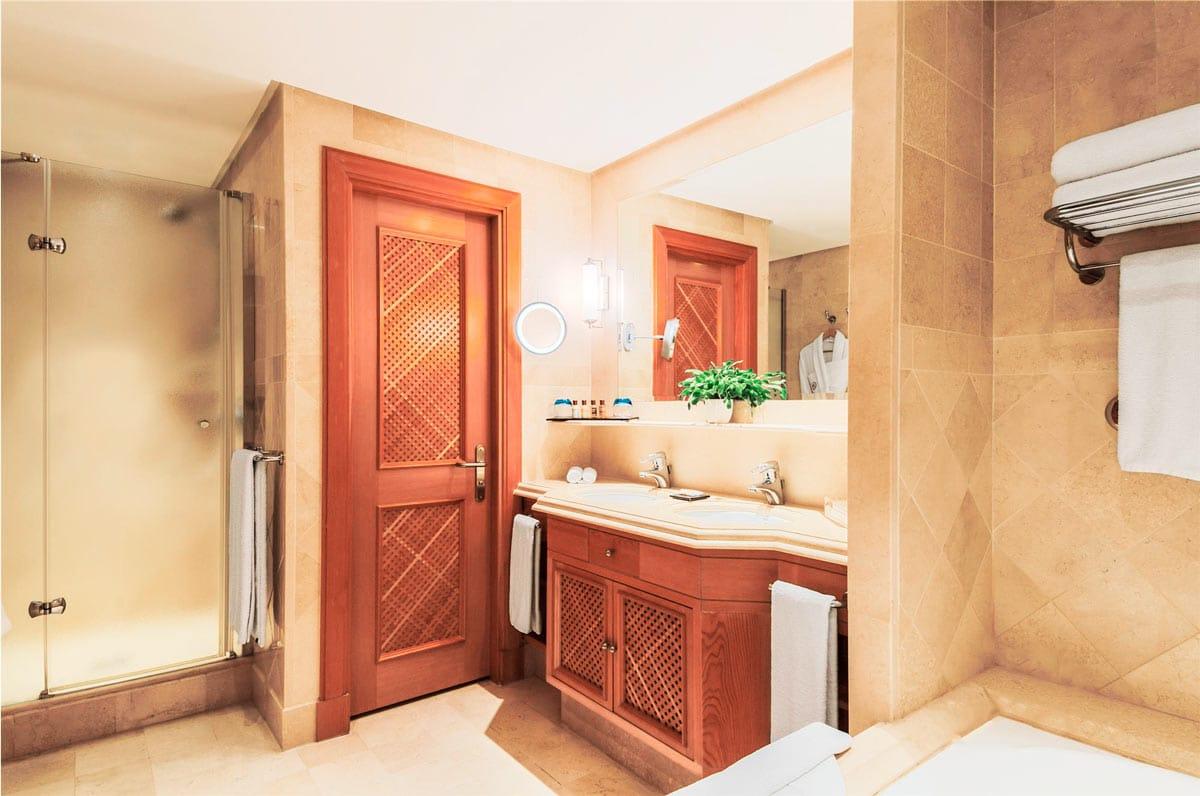 Sheraton Tenerife - Crema Bianco - Marble floor - Suelo de mármol - bathroom - baño