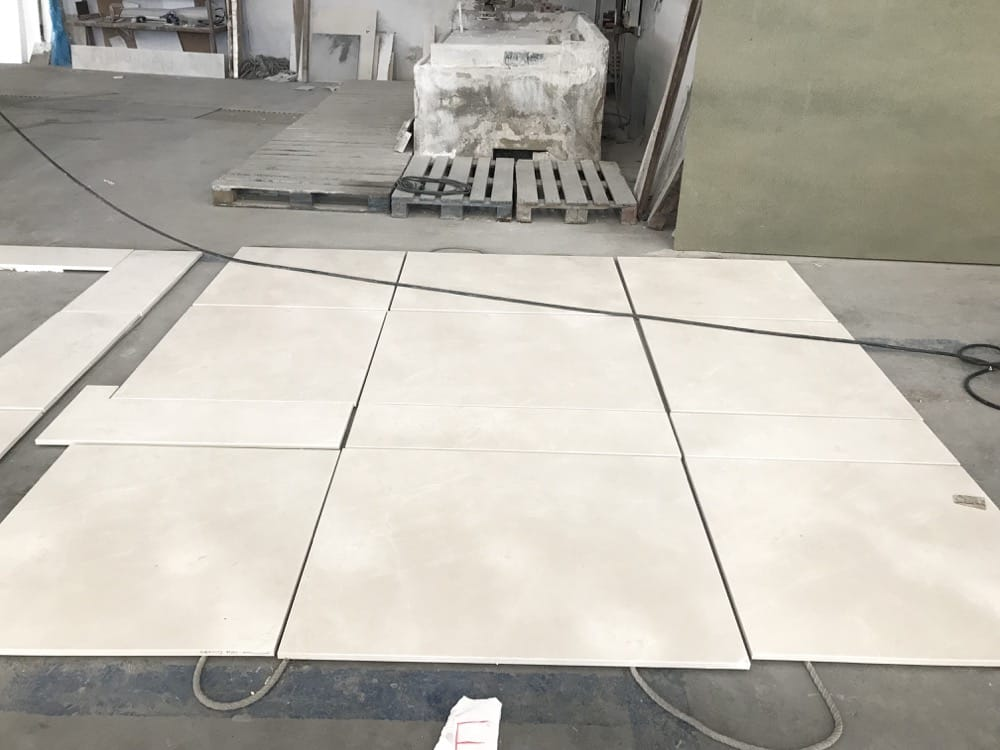 Extendido en seco mármol crema - Beige marble dry laying