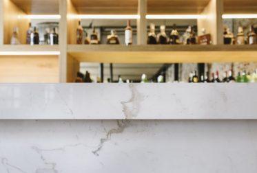 Barra de bar de mármol blanco Atenea - Palacio de los Duques - Atenea White marble barcounter 2