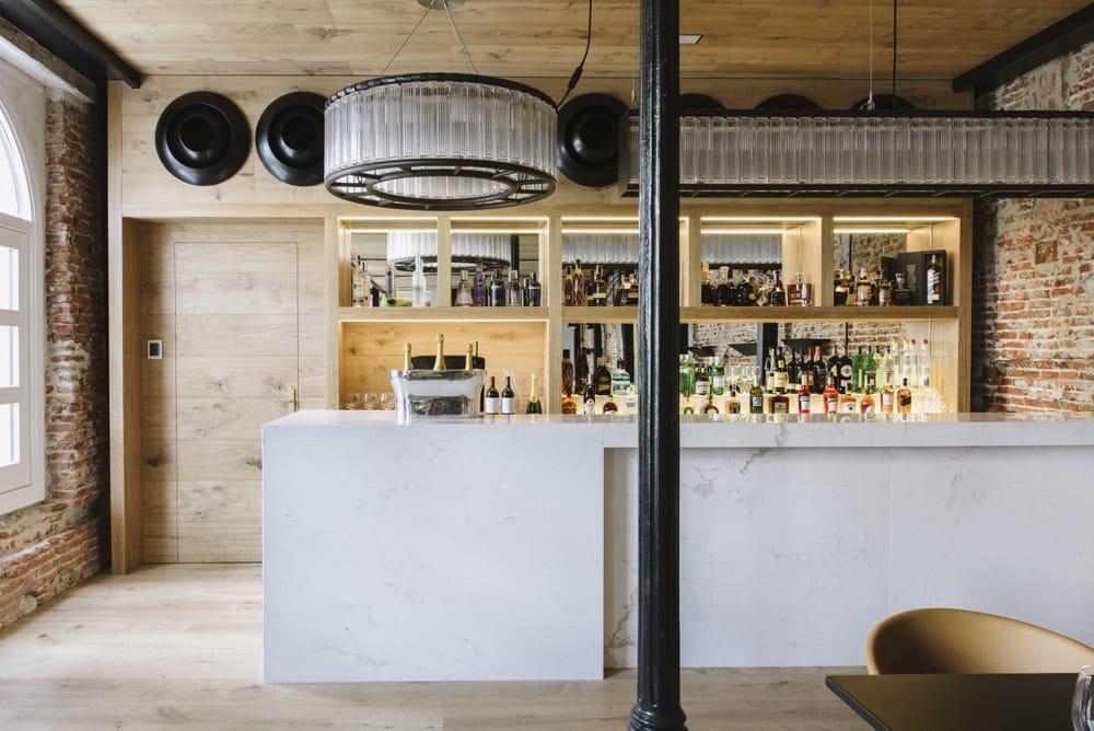 Barra de bar de mármol blanco Atenea - Palacio de los Duques - Atenea White marble barcounter