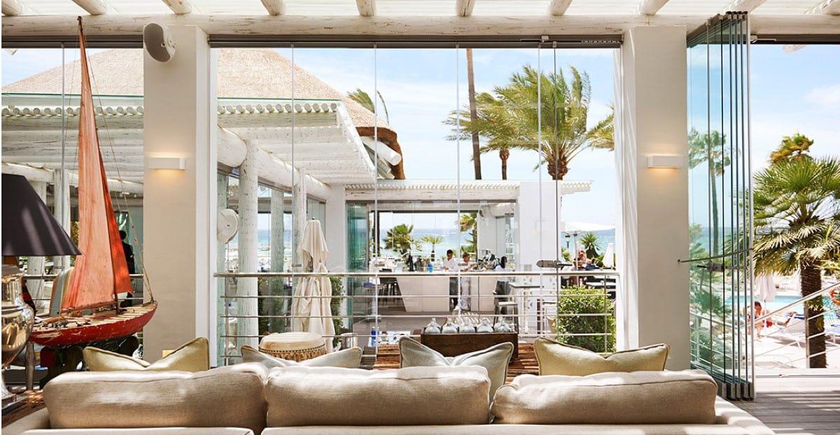 Proveedor de mármol en la Milla de Oro de Marbella - Puente Romano - Blanco Perlino White - Marble suppplier in Marbella's Golden Mile - terrace