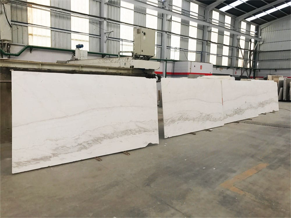 Superficies de mármol Blanco Atenea - Atenea White marble surfaces - placas - slabs
