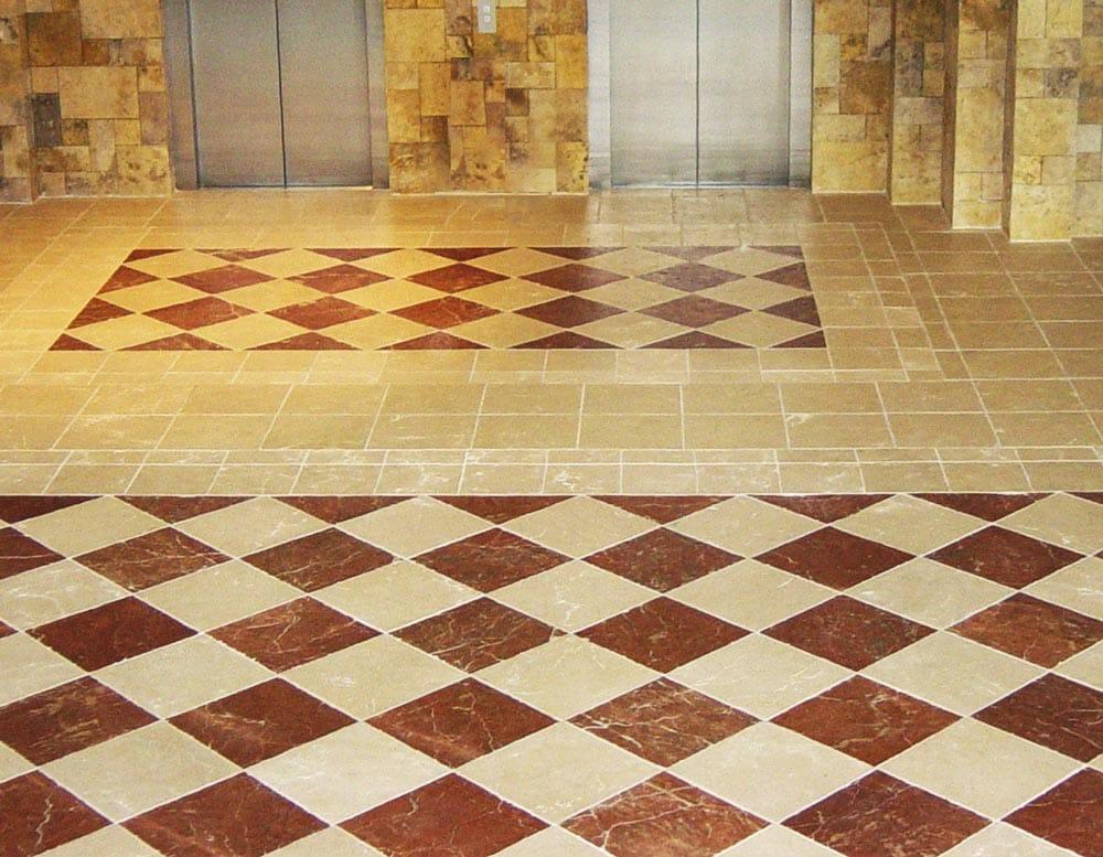 Suelo ajedrezado Beatriz Hotel - Rojo Alicante Red - Crema Parador - Chess marble floor