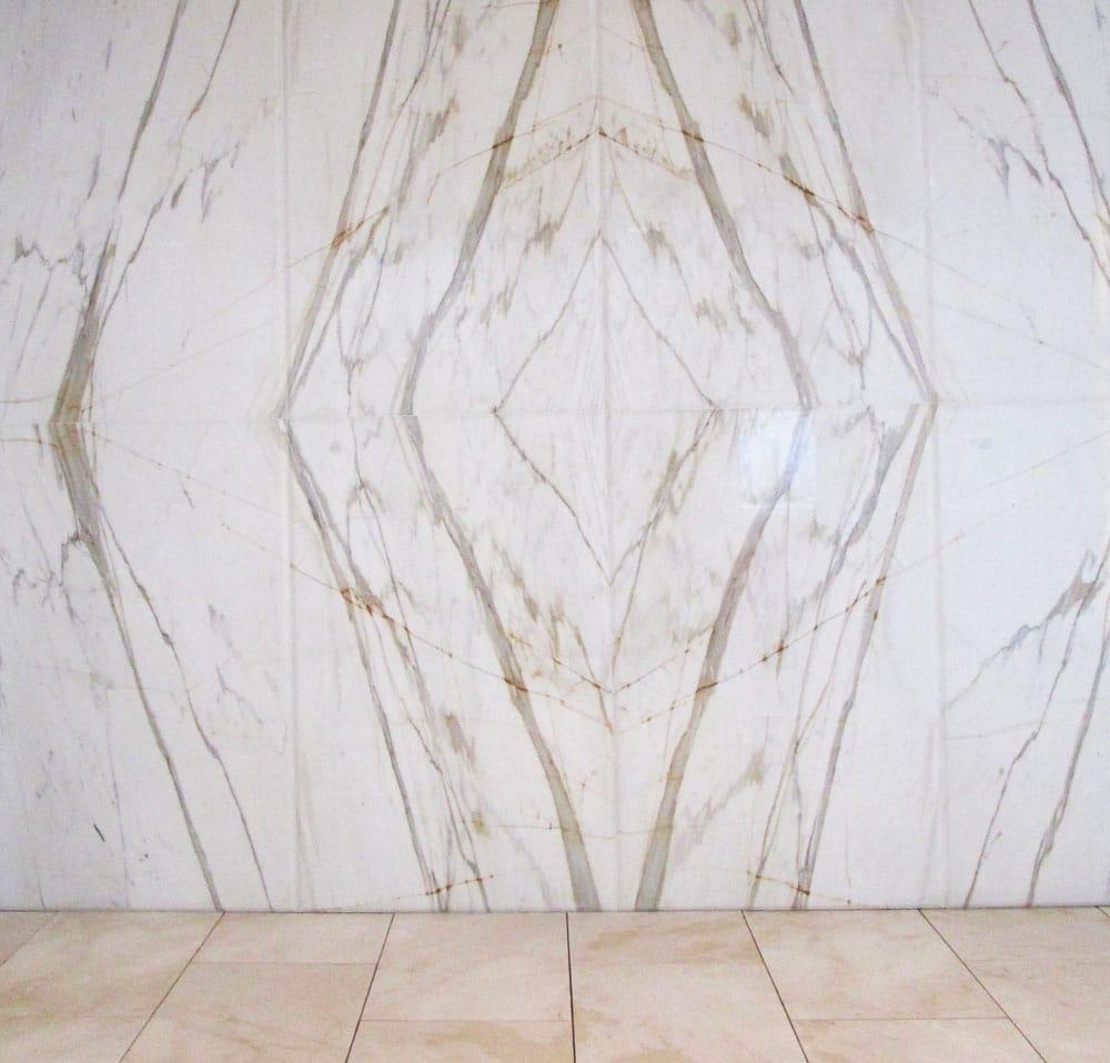 Pared destacada de mármol Calacatta - Calacatta marble outstanding wall