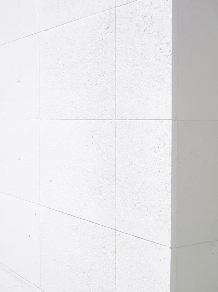 Fachada piedra caliza blanca Caliza Luna - White limestone facade Caliza Luna - detalle