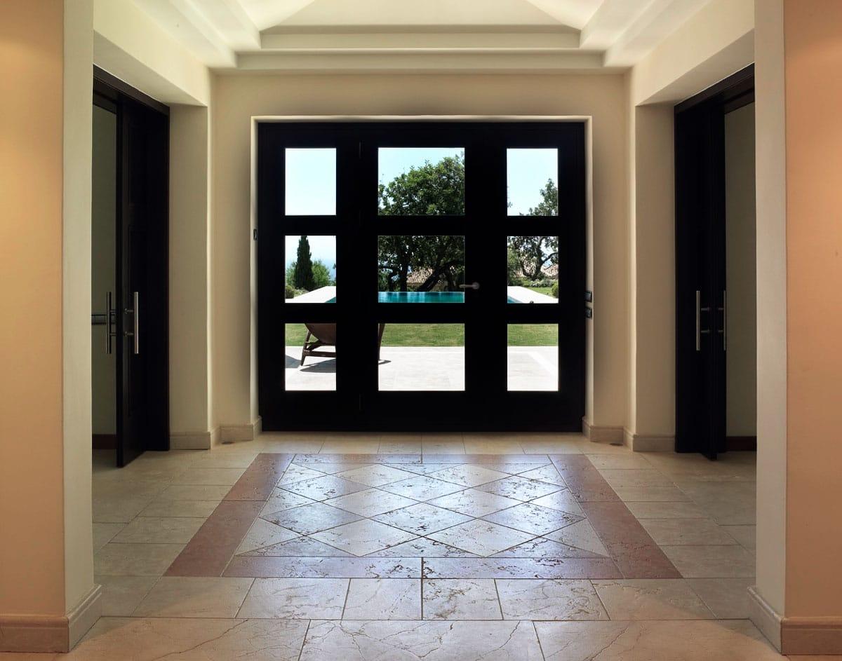 Suelo ajedrezado de mármol Travertino Classico y Blanco Perlino - Chess marble floor with Travertine Classic and Perlino White