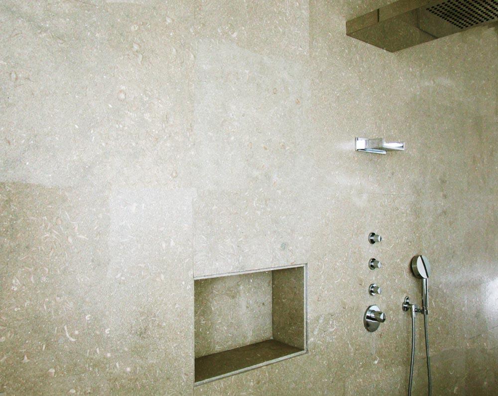 Baño de piedra caliza Gris Osiris - Osiris Grey limestone bathroom