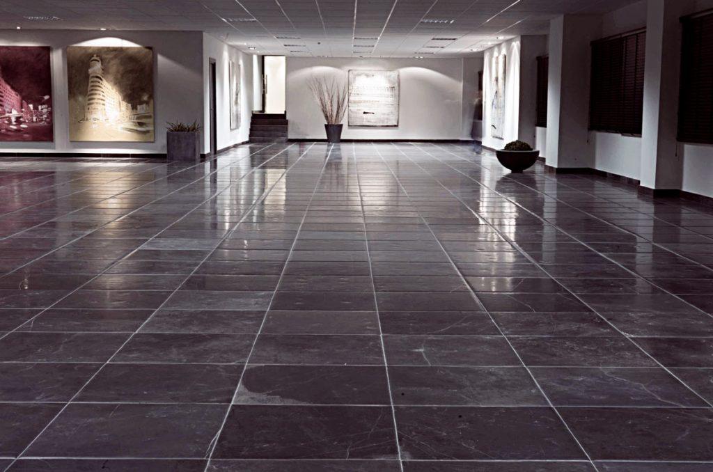 Suelo de piedra caliza negro - FORUM - Negro Ebano Black - Black limestone floor 2