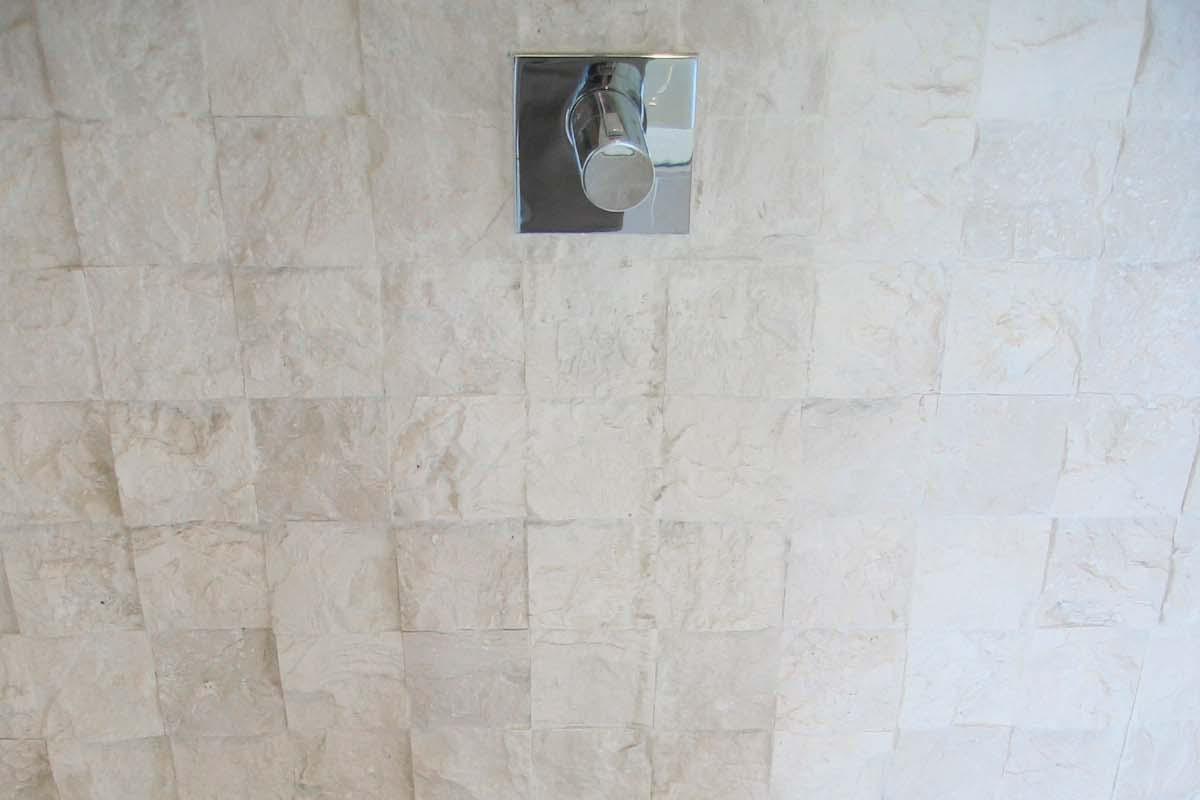 Mármol escarfilado - Split-face marble