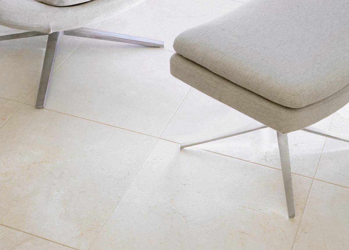 Suelo de mármol crema apomazado - Polished beige marble floor
