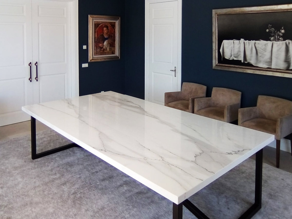 Mesa Calacatta Lincoln table