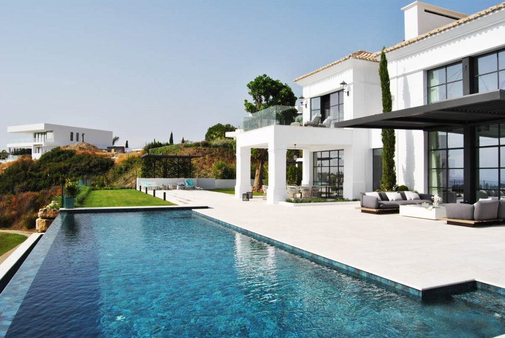 Piscina y terraza de mármol Crema Premium Zero - Marbella VI - Premium Beige marble terrace and pool