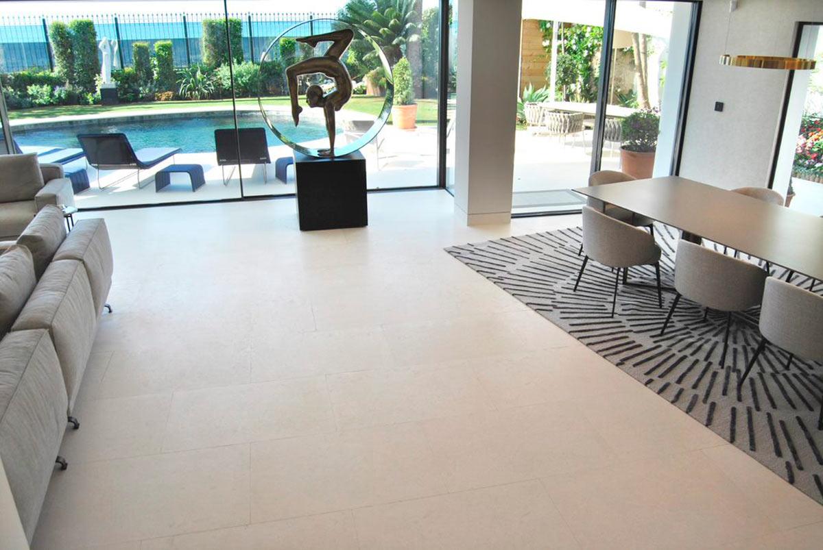 Salón piedra natural - Villa Marbella VI - Natural stone living room