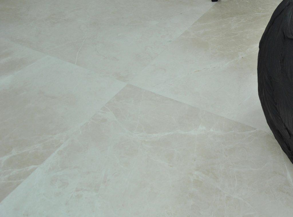 Suelo de mármol crema - Beige marble floor